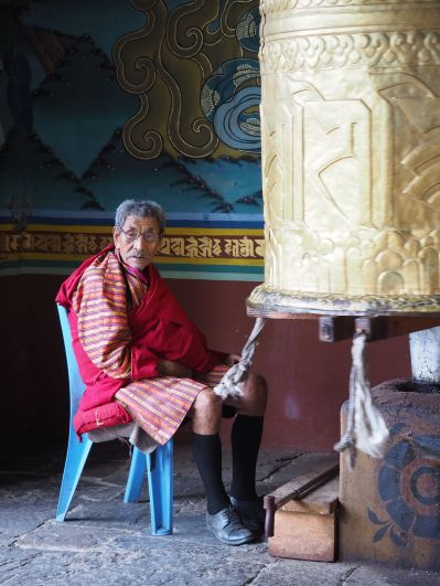 Prayer wheel attendant